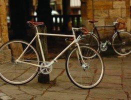 Klasyczny biały rower męski Pashley Clubman