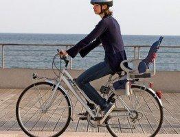 Tylny szary fotelik rowerowy